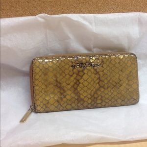 •MAKE OFFER• $185 RETAIL AUTH REPTILE MK WALLET